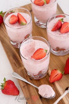 Aardbeienmousse - Keuken♥Liefde Sweet Desserts, Just Desserts, Delicious Desserts, Dessert Recipes, Yummy Food, Weird Food, Sweet Sauce, Breakfast Dessert, Coffee Recipes