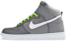 Nike Dunk High.