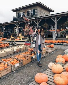 Top 5 Last Minute Halloween Plans Pumpkin patches & harvest festivals. Samhain Halloween, Fall Halloween, Mabon, The Farm, Autumn Aesthetic, Autumn Cozy, Autumn Fall, Fall Photos, Cute Fall Pictures