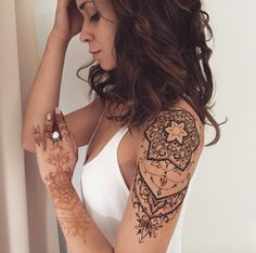 Upper Arm Mehndi Design by Veronica Krasovska