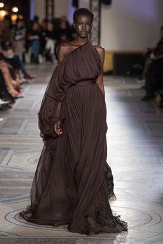 Giambattista Valli haute couture spring 2018 - Giambattista Valli haute couture spring 2018 fashion show – Vogue Australia - Runway Fashion, High Fashion, Fashion Show, Fashion Trends, Feminine Fashion, Fashion Stores, 80s Fashion, Korean Fashion, Style Haute Couture