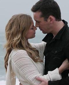 Emily's white crochet hooded sweater on Revenge.  Outfit Details: http://wornontv.net/10261/ #Revenge #ABC