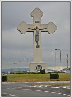 Krst na ulazu u Kragujevac - The cross at the doorway of Kragujevac, Serbia