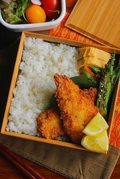 生姜ご飯 鯵フライ 青葱入り卵焼き 人参とアスパラガスの梅ミント和え おくらの胡麻和え サラダ