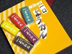 2014年12月4日(木)こんにちは。「ニコンようかん」、皆さんはご存じですか?昭和30年代、ニコン従業員向けに販売され始めたものが起源。ニコンブランドの食料品は社内売店での販売を前提としているため、一般の和菓子店やスーパーマーケットなどには流通していなかったのですが、直営オンラインショップ「ニコンダイレクト」の目玉商品として販売されるようになりました。製造は「株式会社 本宮(栃木県大田原市)」さん。カメラパーツの発注ついでに購入。一口ようかんは「小倉・塩・本煉・柚子・胡麻」の5種15個セットで1728円。非常に食べやすく、弊社スタッフ内でも高評価の逸品です(^^  それでは、今日も皆様にとって良い1日になりますように☆ 【加古川・藤井質店】http://www.pawn-fujii.jp/