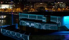 HP ePrint & TRON: Legacy projection mapping - complete animation by Guided Co.. The full projection mapping sequence from the HP ePrint & TRON: Legacy Experience on the the roof of the QEH on London's Southbank, late Nov/early Dec 2010.