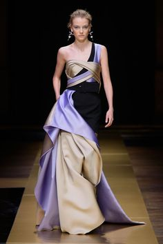 Atelier Versace Celebrates Couture for a New Generation of Women Fashion Wear, Couture Fashion, Runway Fashion, Spring Fashion, Fashion Beauty, Atelier Versace, Gianni Versace, Stunning Dresses, Beautiful Gowns