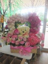 mothers day flowers. flowers in the shape of a heart. flower bear. roses. pink and white. http://thebloomingidea.blogspot.com