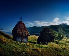7 motive pentru o vacanță în Borșa, Maramureș Romania, Monument Valley, Mountains, House Styles, Travel, Houses, Pictures, Viajes, Destinations