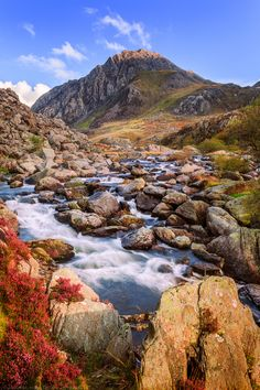 Tryfan, Llyn Ogwen, Snowdonia, North Wales - lake Ogden below where MRV used to have holidays (devil chimney / lake idwel - ogwen cottage where MRV went to be dried after falling in the lake)