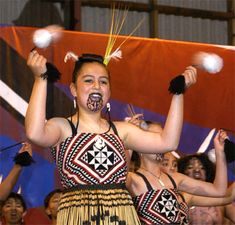 Poi is a dance where balls on tethers are rhythmically swung. Poi is a tradition of the Maori people. Non-traditional poi is only loosely inspired by Maori poi. Polynesian People, Polynesian Dance, Dance Movement, Dance Class, Maori People, Kinds Of Dance, Hula Dancers, Exercise, Culture