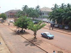 * Bissau * Capital da Guiné-Bissal. População: 384.960 habitantes (em 2009).