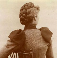 Woman with a braided updo, c. 1800s Hairstyles, Historical Hairstyles, Edwardian Hairstyles, Vintage Hairstyles, 1890s Fashion, Edwardian Fashion, Vintage Photos, Hair Inspiration, My Hair