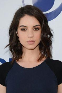 Adelaide Kane para short hair