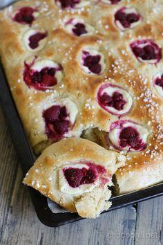 Vegaaninen peltipulla Sweet Bakery, Cake Recipes, French Toast, Brunch, Pie, Breakfast, Desserts, Food, Drinks