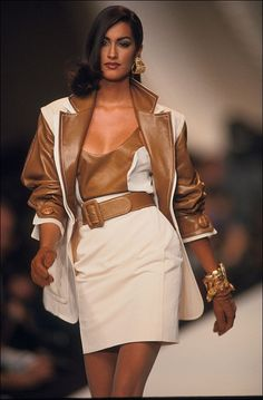 ready to wear spring -summer 1992 in Paris, France in October, 1991 - Dio Look Fashion, 90s Fashion, Couture Fashion, Runway Fashion, Fashion Models, Fashion Show, Vintage Fashion, Fashion Outfits, Fashion Design