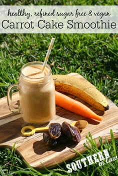 1 carrot + 1 ripe banana + 1 Medjool date + unsweetened almond milk + 2 optionals: ¼ tsp cinnamon & 2 walnuts. It's low fat, gluten free, vegan, sugar free, paleo: Paleo Green Smoothie, Paleo Smoothie Recipes, Carrot Cake Smoothie, Paleo Carrot Cake, Low Carb Smoothies, Protein Shake Recipes, Yummy Smoothies, Vitamix Recipes, Green Smoothies