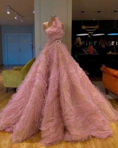 Amazing pink dress for prom Gala Dresses, Ball Gown Dresses, Event Dresses, Most Beautiful Dresses, Pretty Dresses, Haute Couture Dresses, Luxury Dress, Pink Dress, Fashion Dresses