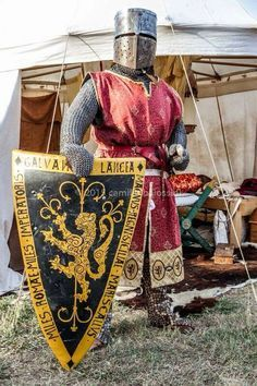A west coast Canadian that enjoys doing Century medieval reenactment with the Society for Creative Anachronism, Pacific Association for Recreating the Middle Ages, and Adrian Empire. Medieval World, Medieval Knight, Medieval Armor, Medieval Fantasy, Knight In Shining Armor, Knight Armor, Medieval Drawings, High Middle Ages, Art Disney