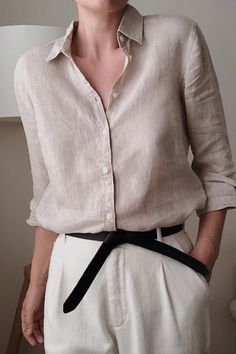 Beige linen shirt with white trousers Minimal Fashion, Work Fashion, Daily Fashion, Looks Chic, Looks Style, My Style, Basic Outfits, Casual Outfits, Fashion Outfits