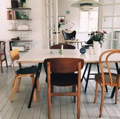 mix and match wooden chairs with white table and clean modern look Furniture, Living Room Furniture, Interior, Home, House Interior, Home Deco, Dining Room Inspiration, Interior Design, Interior Inspo