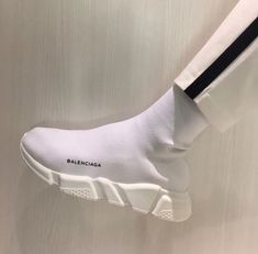 Balenciaga sneakers for Men Sock Shoes, Cute Shoes, Me Too Shoes, Shoes Heels, Shoes Men, Hypebeast, Set Fashion, Fashion Beauty, Tenis Vans