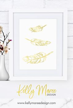 Create your own gorgeous wall art with this faux gold foil - feather printable.  #boho #tribal #featherprintable