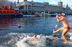 Samichlaus Schwimmen in Zurich  http://wp.me/p39mMD-i9t
