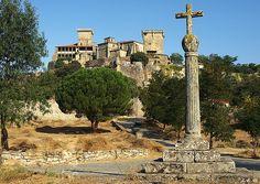 GALICIA CASTILLO MONTERREI    Monterei-orense-galicia (EspaÑA)    En el recinto superior se encerraba la población medieval, conservándose el palacio renacentista, la torre del Homenaje del siglo XV, la Torre de las Damas, los restos del hospital de peregrinos y la iglesia gótica de Santa María.