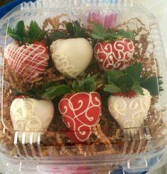 Heavenlytreats661/ FB:marileecortez Chocolate Covered Treats, Chocolate Dipped Strawberries, Chocolate Gifts, Chocolate Art, Edible Fruit Arrangements, Edible Bouquets, Edible Favors, Strawberry Decorations, Fruit Decorations