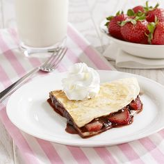 Strawberry and Chocolate Dessert Quesadilla: An easy dessert recipe for a quesadilla filled with fresh strawberries and chocolate hazelnut spread and topped with Reddi-wip Desserts To Make, No Bake Desserts, Delicious Desserts, Yummy Food, Summer Desserts, Holiday Desserts, Fun Food, Summer Recipes, Strawberry Recipes