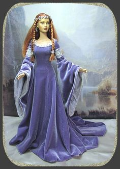 Lovely medieval doll - gorgeous detail