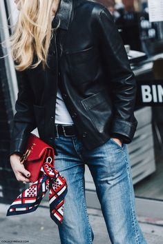 Fashion week - scarf on clutch Looks Street Style, Looks Style, Style Me, Look Fashion, Street Fashion, Fashion Outfits, Fashion Trends, Winter Fashion, Net Fashion