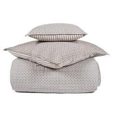 Coup de coeur pour ce couvre-lit matelassé en coton signé Harmony, orné d'un motif fleuri géométrique sur le recto, et d'un motif losanges au verso.