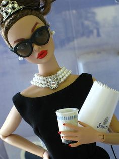 Red lips, black dress and white pearls -breakfast @ tiffany's
