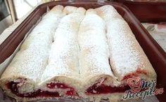 Jeden z nejlepších zkroucených rolád, jaké jste kdy jedli. Višňová nádivka s vanilkovým pudinkem dodá roláde neodolatelnou chuť! Určitě vyzkoušejte. Těsto je tak křehké, že se doslova rozplývá na jazyku. Nádivku jsem dělala z kompotovaných višní a z pudinkového prášku, takže to krásně zhoustlo a sladko kyselá chuť byla opravdu božská. Autor: Triniti