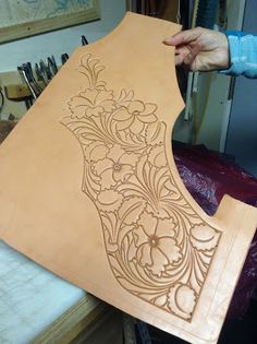 Montana For Real: All the Pretty Pieces -- making a tooled saddle