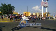 Desde temprana hora, presuntos estudiantes de la ENEF secuestran unidades repartidoras en las afueras de la capital michoacana; posteriormente se dirigieron con las mismas hacia la Calzada La Huerta, donde ...