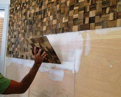 Parede revestida por madeira - Mariana Barros – Morar em SP