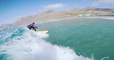 Buena ola de nuestra alumna en la #playa de #Famara . #surf #surfing #fastdescent #surflessons #quick #surfcoach #quickwave #rapido #speed #faster #lanzarote #surfteguise #lanzarotesurf #surfcamp #surfbeach #surfschool @lasantaprocenter @gabrielacaitucoli @lanzaroteapp @turismolzt http://ift.tt/SaUF9M