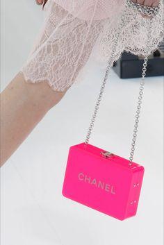 Sfilata Chanel Parigi - Collezioni Primavera Estate 2017 - Dettagli - Vogue