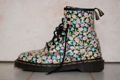1990s floral print Doc Martens boots by ShopShesmovedon
