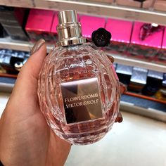 This fruity floral perfume is highlighted by a bouquet of fragrant fruity, powdery and citrus scented tones that will bring… Perfume Scents, Perfume Oils, Perfume Bottles, Hermes Perfume, Dior Perfume, Celebrity Perfume, Perfume Collection, Smell Good, Body Care