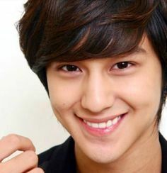 Kim Bum has an amazing smile Boys Over Flowers, Boys Before Flowers, Flower Boys, Kim Bum, Beautiful Smile, Gorgeous Men, Perfect Smile, Beautiful Celebrities, Absolutely Gorgeous