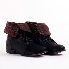 Alice Short Black | #combat #boot #plaid