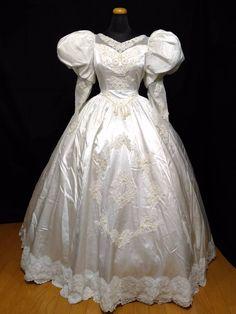 【BELLE SAISON】ベルセゾン・ふんわりパフスリーブにパール刺繍のプリンセスライン・ロングトレーンのドレス 11号_画像1