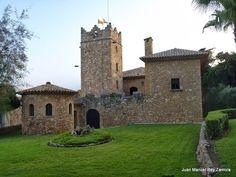 Castillo de los Reyes de Aragón , en Roda de Bará .