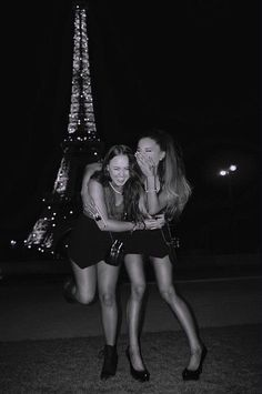 Alexa Luria, Best Friend Goals, Best Friends, Ariana Video, Ariana Grande Wallpaper, Nickelodeon, Ariana Grande Pictures, Yours Truly, Cat Valentine