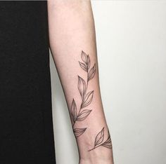 Stunning and Wonderful Arm Tattoo Design Ideas for Women Piercings, Piercing Tattoo, Botanisches Tattoo, Tatoo Art, Tattoo Trend, Back Tattoo, Tattoo Ideas, Tattoo Designs, Tattoo Linework