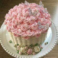 No photo description available. Cake Decorating Designs, Creative Cake Decorating, Cake Decorating Videos, Cake Decorating Techniques, Creative Cakes, Buttercream Cake Designs, Cake Icing, Cupcake Cakes, Mini Cakes